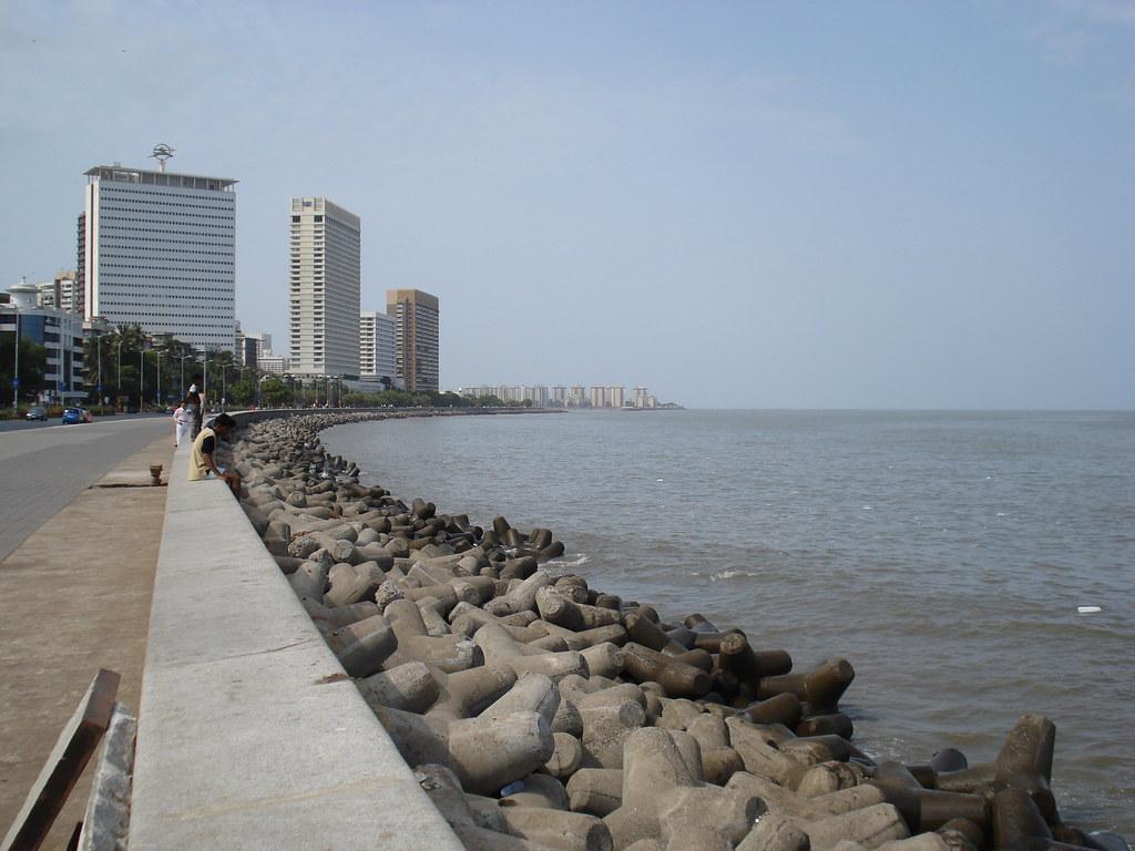 Marine Drive-cabs from mumbai to pune